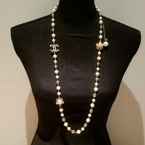 Authentic  chanel  flower pearl necklace